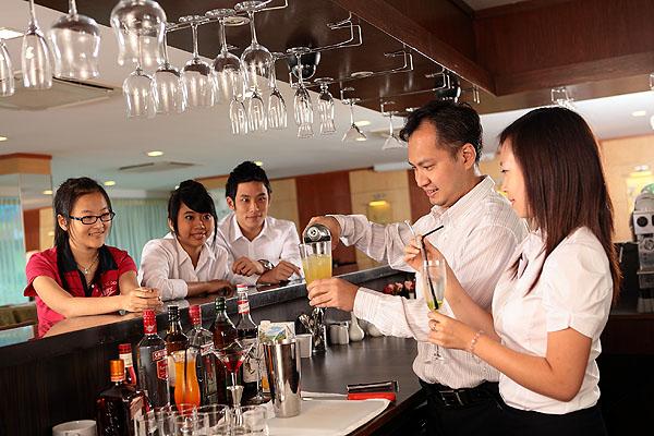 Du học Singapore ẩm thực - nhà hàng có lương