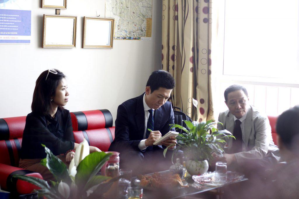 Đại diện của PaiChai University tới văn phòng của Halo
