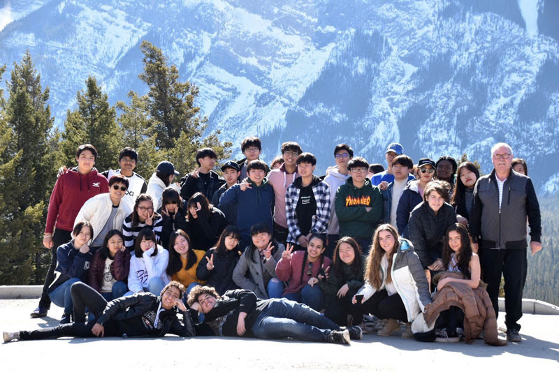 Các du học sinh vui chơi tại Thụy Sĩ dịp nghỉ Đông (ảnh Cựu sv HALO  đạt Bổng Du Học Thụy Sĩ 2019)