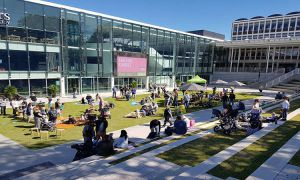Sinh viên quốc tế học tại Flinders